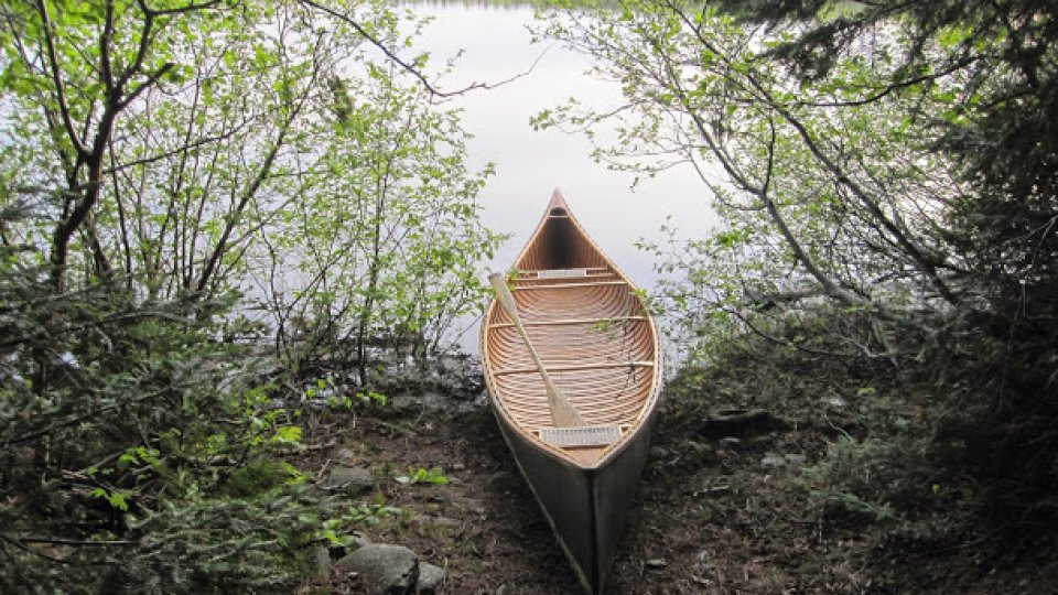 Beautiful lines of a 20' wood canvas canoe