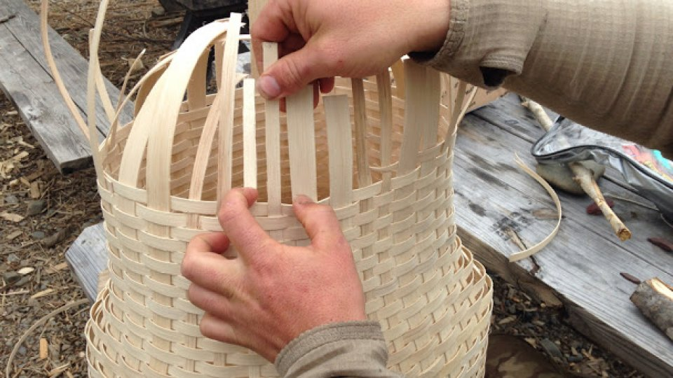 Finishing a pack basket