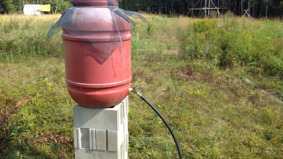 Low-tech gravity fed solar water heater
