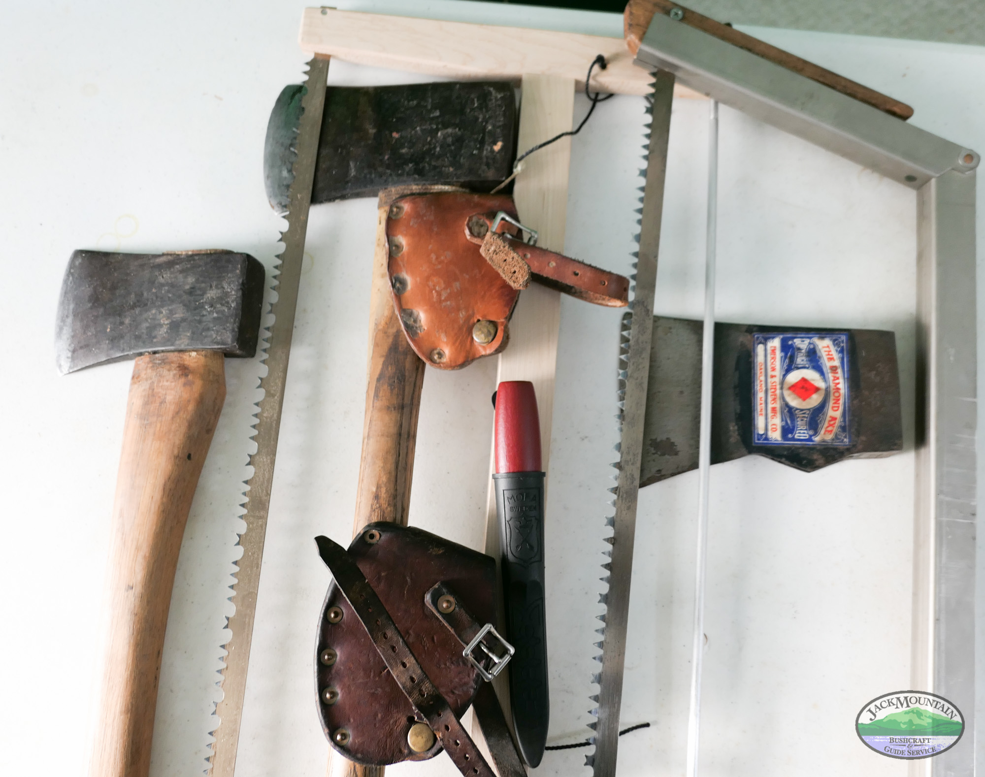 Choosing An Axe, Knife And Saw For Winter Expeditions | JMBV 103